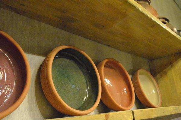 изготовление глиняной посуды, гончарная мастерская