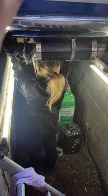 Mise en place d'un isolant thermique autour du collecteur d'échappement.