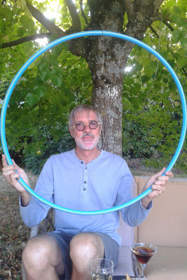 Patrick et le Hula hoop... l'apéritif n'est pas loin