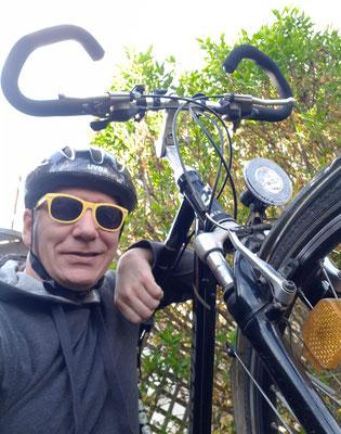 Es muss nicht immer Vespa sein. Mein Drahtesel hat zumindest das Logo der traditionsreichen Motorrad-Schmiede Hercules am Rahmen.