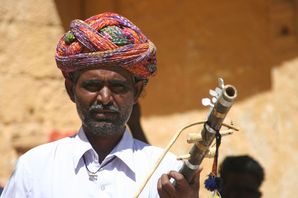 String instrument vendor - Jaisalmer - Rajasthan