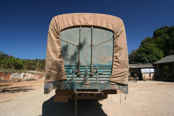 Barbed truck - Yunnan Province