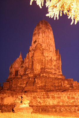 Wat Ratburana at night - Ayutthaya