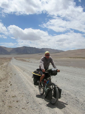 Cycling Kyzyl-Art Pass 4,280 m - Tajikistan