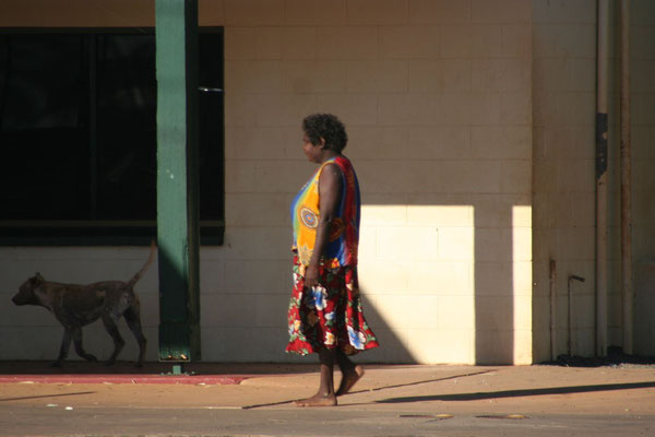 Aboriginal woman - Ti-Tree Roadhouse - Northern Territory