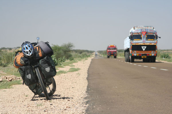 Cycling Great Thar Desert - South of Jaisalmer - Rajasthan