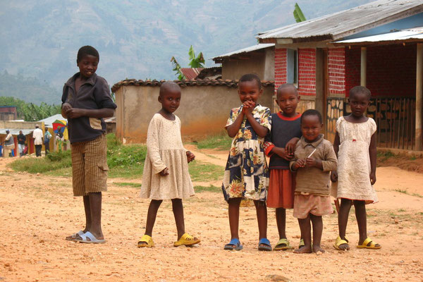 Kids south of Kabaya - Northwestern Rwanda