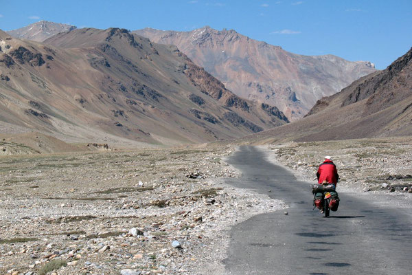 Hugo cycling Manali-Leh-Highway - Himachal Pradesh