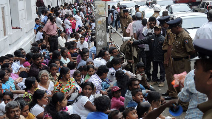 People waiting for Kandy Esala Perahera - Kandy