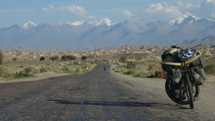 Cycling eastwards - southern Issyk-Kul Lake - Kyrgyzstan