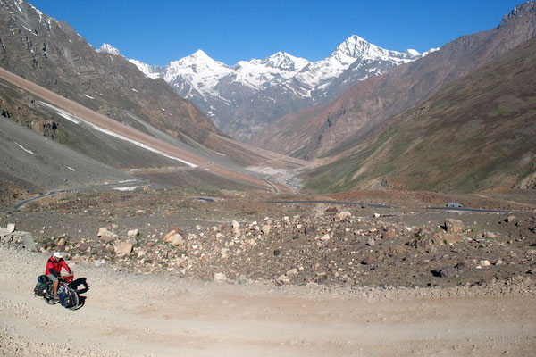Hugo approaching Baralacha La Pass - Himachal Pradesh