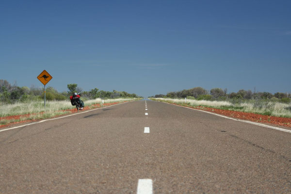 Cycling Barkly Highway - Northern Territory