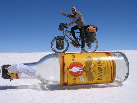 Cycling on a bottle of rum - Salar de Uyuni