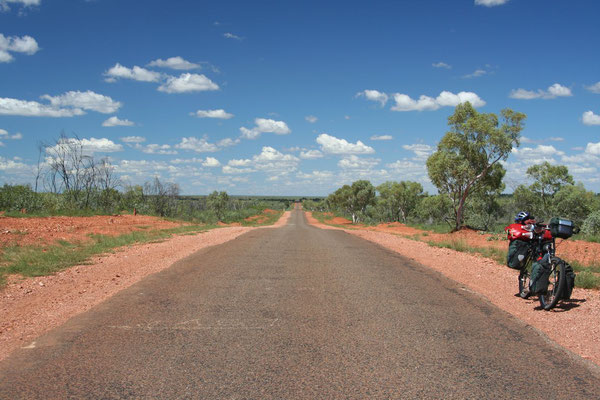 Cycling Barkly Highway - Queensland
