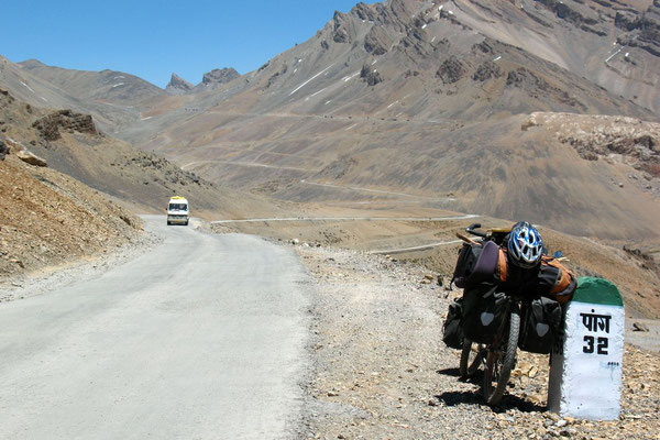 Approaching Lachalung La Pass - Ladakh and Zanskar