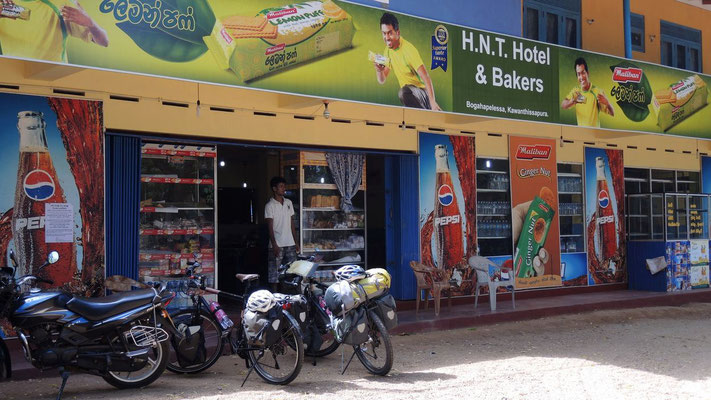Breakfast stop - near Kataragama