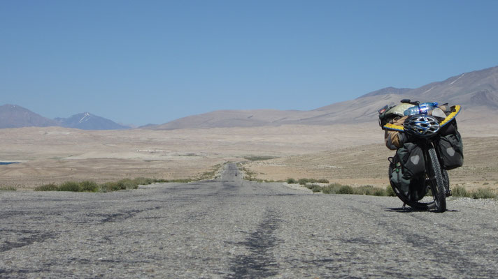Back on Pamir Highway - west of Alichur - Tajikistan