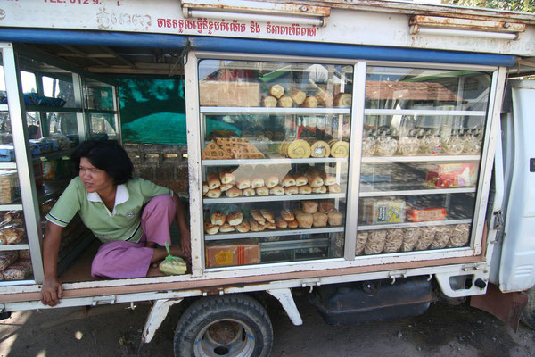 Rolling bakery - Takeo Province - Southern Cambodia