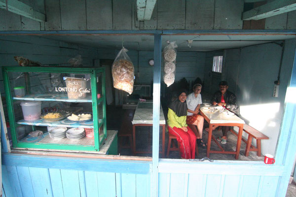 Food stall south of Bukittinggi - Central Sumatra
