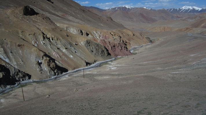 Approaching Akbajtal Pass 4,655 m - Pamir Highway - Tajikistan