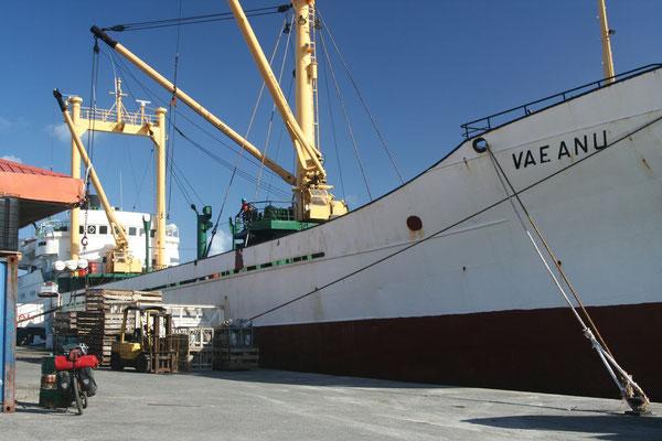 Cargo ship Vaeanu - Bora Bora