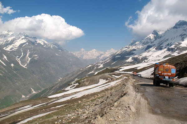 Descending Rohtang La - Manali-Leh-Highway - Himachal Pradesh