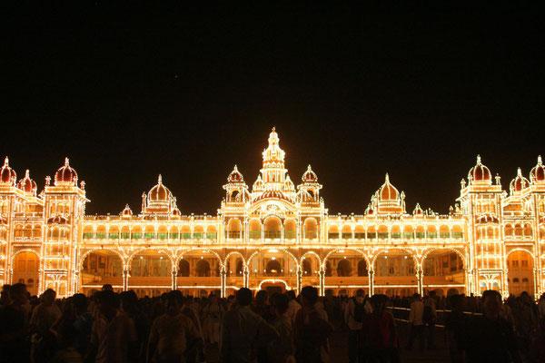 Maharaja´s Palace lit by 97,000 bulbs - Mysore - Karnataka