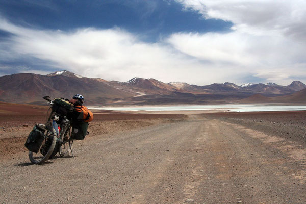 Approaching the Chilenean border - Altiplano - Southwestern Bolivia