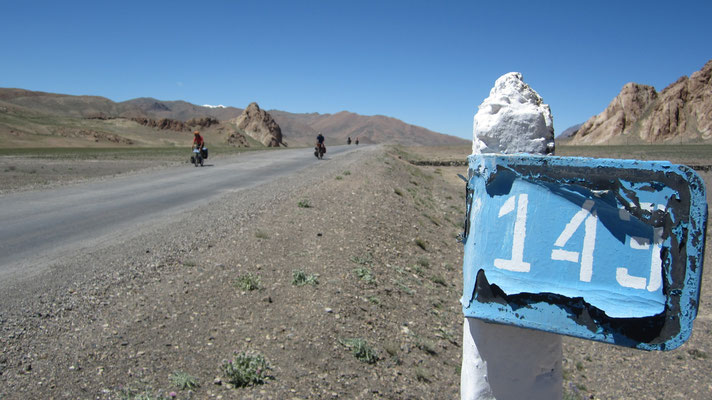 Nazjatos Pass 4,137 m - Pamir Highway - Tajikistan