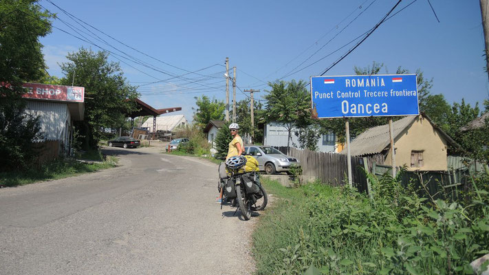 Crossing the border to Romania - Southern Moldova