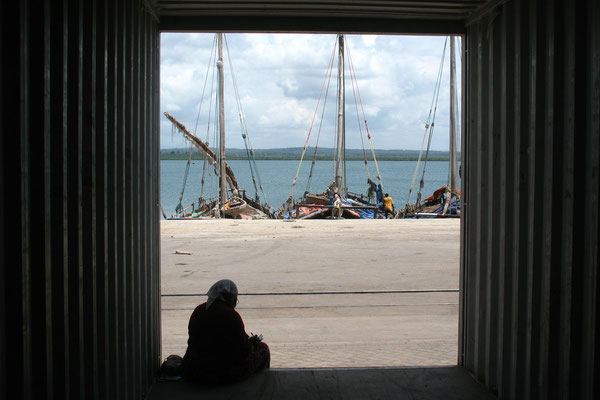 Waiting in a container - Tanga Indian Ocean