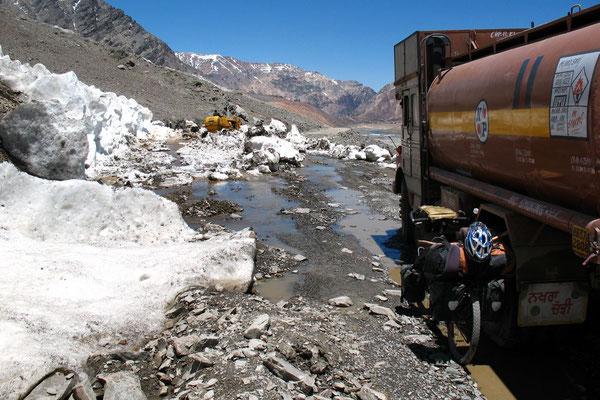 Landslide stop - Manali-Leh-Highway - Himachal Pradesh