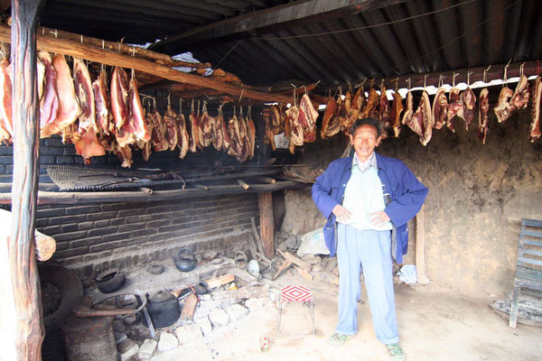 Drying ham - Yunnan Province