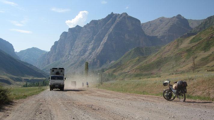 Approaching Sagirdast Pass 3,252 m - Pamir Highway - Tajikistan