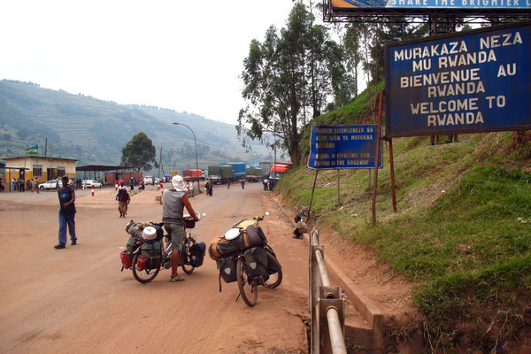 Entering Rwanda - North of Byumba