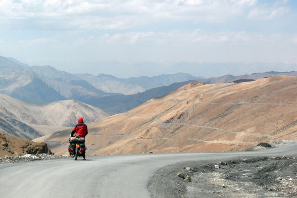 Hugo descending - Manali-Leh-Highway - Ladakh
