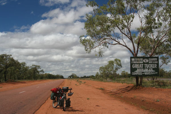 Entering Australia´s Outback - Flinders Highway - Queensland