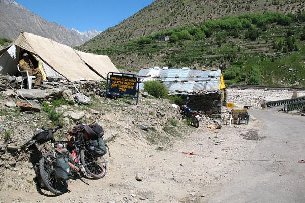 Police checkpoint - Darcha - Himachal Pradesh