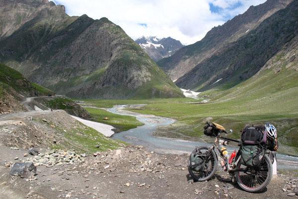 Approaching Zoji La Pass 3,645 m - Kashmir