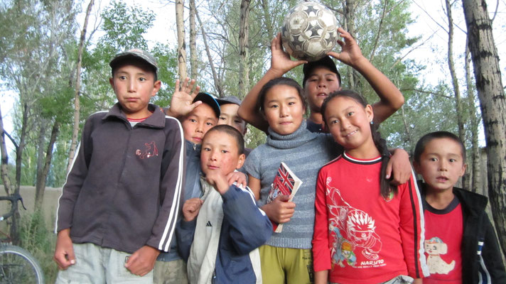 Local kids playing with us - Ak-Kyja - Kyrgyzstan