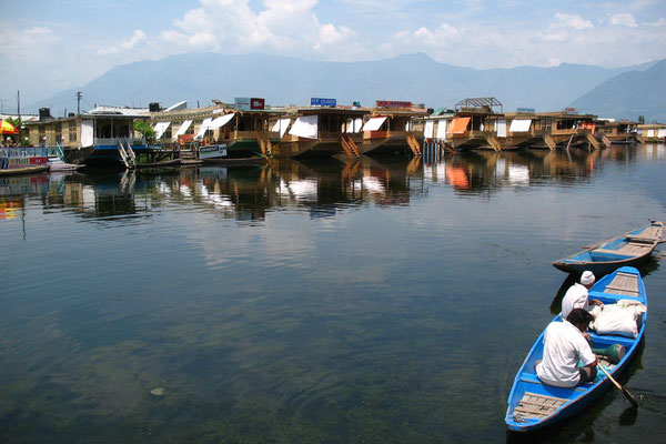 Houseboats on Dal Lake - Srinagar - Kashmir