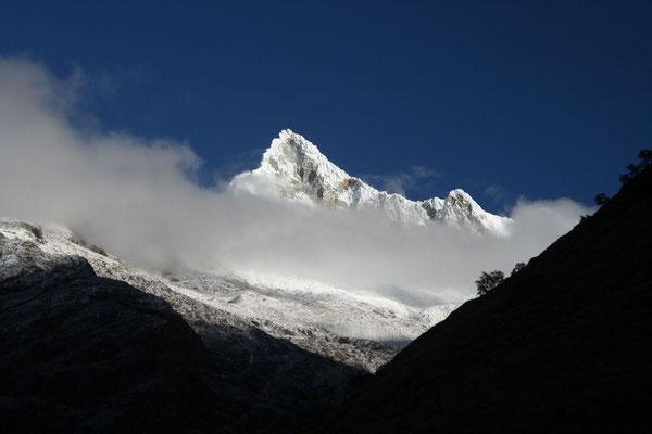5,947 m Alpamayo - Cordillera Blanca