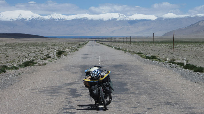 Pamir Highway south of Karakul - Tajikistan