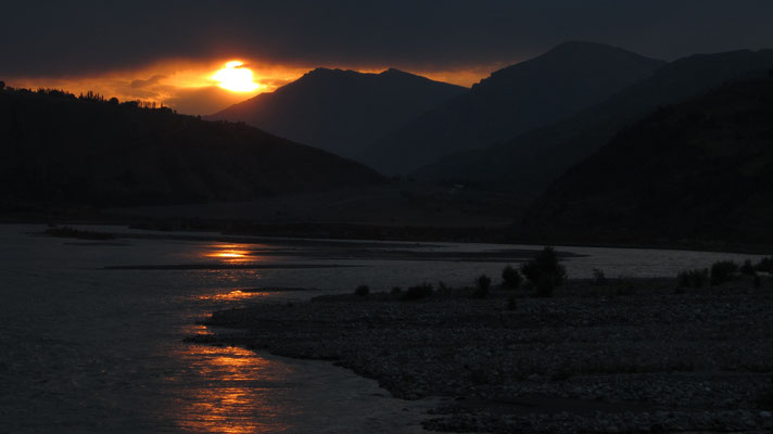 Sunrise at Obihingob River - Tavildara - Tajikistan