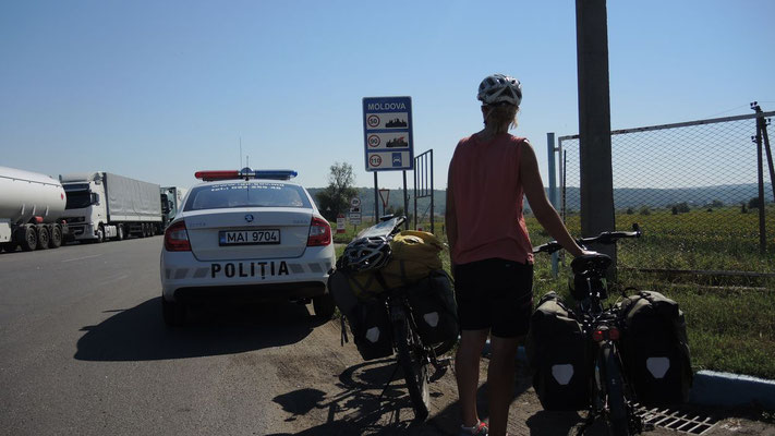 Crossing the border to Moldova