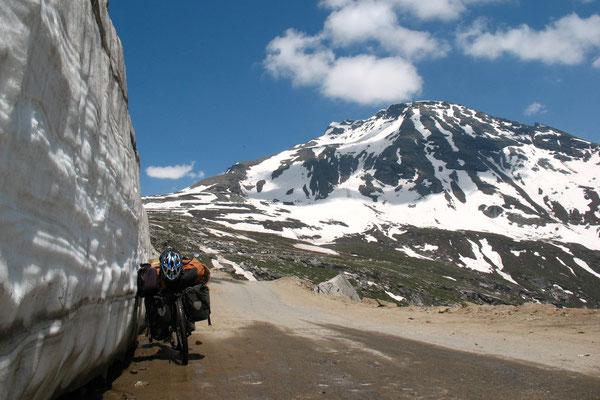 Approaching Rohtang La - Manali-Leh-Highway - Himachal Pradesh