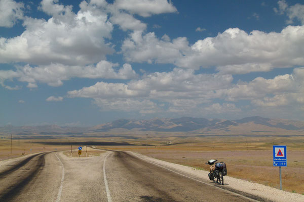 Approaching Hinis - South of Erzurum - Turkey