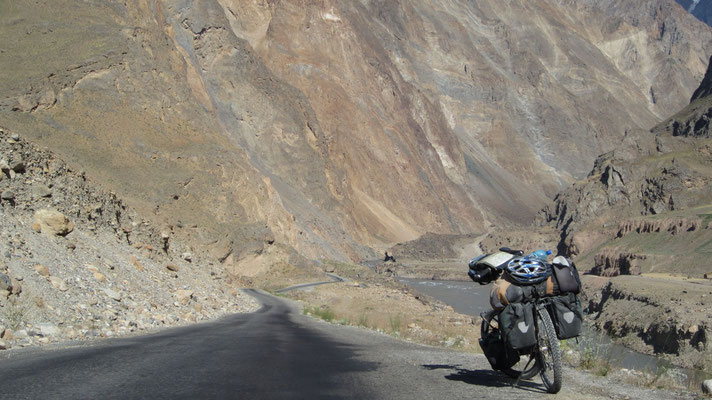 Pamir Highway north of Deh - Tajikistan