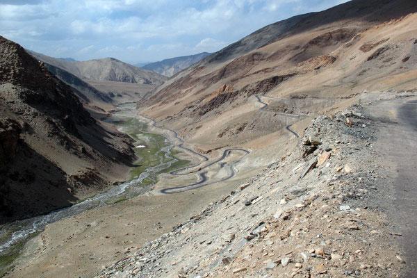 Descending Taglang La - Ladakh