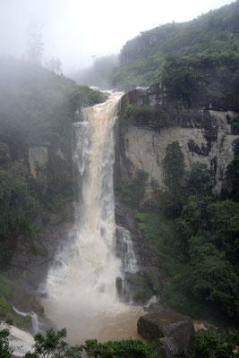 Ramboda Falls - Kandy to Nuwara Eliya Road
